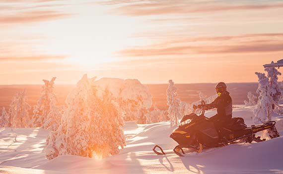 harriniva-hotels-snowmobiling-lapland-thumb
